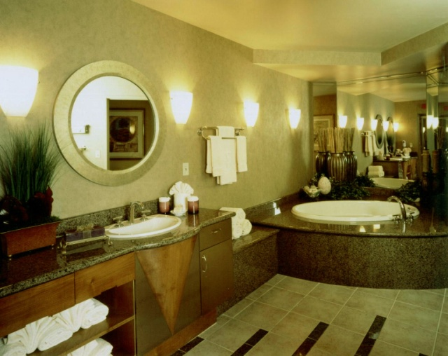 hospitality-presidential-suite-bath-embassy-suites-stonecreek1